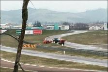 """S. Vettelis per """"Pirelli"""" bandymus sudaužė bolidą"""