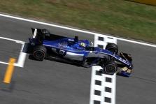 """""""Sauber"""" pakvietė F-2 lenktynininką bandomiesiems važiavimams"""