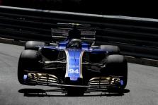 """""""Sauber"""" vadovė niršta dėl J. Buttono sukeltos avarijos (VIDEO)"""