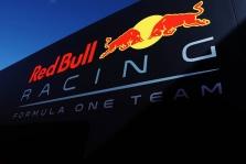 """""""Red Bull"""" prašo teisėjų dar kartą įvertinti sprendimą, dėl Silverstoune įvykusios avarijos"""