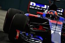 "J. Villeneuve'as nesupranta ""Toro Rosso"" sprendimo dirbti su ""Honda"""