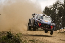 """<span style=""""background:#000000; color:white; padding: 0 2px"""">WRC</span> Australijos ralyje dominuoja T. Neuville'is"""