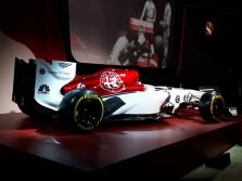 """""""Sauber"""" pristatė 2018 m. bolido išdažymo koncepciją"""