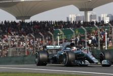 """""""Mercedes"""" savanoriškai sumažino variklio galią"""