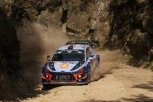 """<span style=""""background:#000000; color:white; padding: 0 2px"""">WRC</span> T. Neuville'is Portugalijoje tolsta nuo varžovų, K. Meeke'as atsidūrė ligoninėje"""