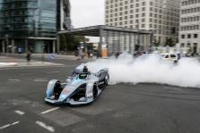 "FE. N. Rosbergas Berlyne išbandė ""Formulės-E"" bolidą"