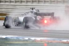 """Šlapioje Hungaroringo trasoje """"pole"""" iškovojo L. Hamiltonas"""