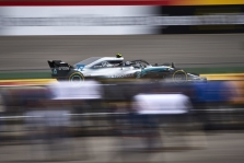 """Mercedes"" mašina nepakankamai efektyvi įsibėgėjant"