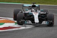 """L. Hamiltonas: """"Ferrari"""" pilotai šiandien buvo greitesni"""