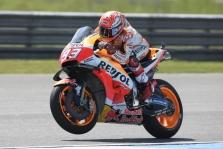 """<span style=""""background:#d5002c; color:white; padding: 0 2px"""">MotoGP</span> Tailande iš pirmosios pozicijos startuos M. Marquezas"""