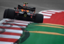 M. Verstappenas: niekas nesiūlo Vetteliui keisti savąjį stilių