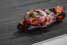 """<span style=""""background:#d5002c; color:white; padding: 0 2px"""">MotoGP</span> Malaizijoje """"pole"""" iškovojo nuo motociklo kritęs M. Marquezas"""