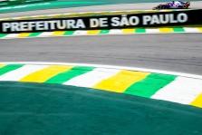 "Brazilai grasina ""Formulei-1"" teismu"