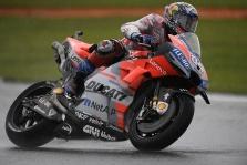 MotoGP. Kritimų nestokojusiose lenktynėse Valensijoje - A. Dovizioso triumfas