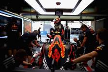 """J. Buttonas: """"Red Bull"""" rizikuoja prarasti M. Verstappeną"""