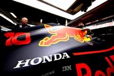 "C. Horneris neigia gandus apie problemas su ""Honda"" jėgaine"