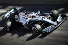 """S. Vettelį nustebino atnaujintų """"Mercedes"""" bolido detalių kiekis"""