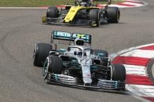 """""""Mercedes"""" ir """"Red Bull"""" turėjo modifikuoti priekinius sparnus"""
