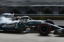 """L. Hamiltonas abejoja """"Mercedes"""" galimybės sumažinti atsilikimą nuo """"Ferrari"""""""