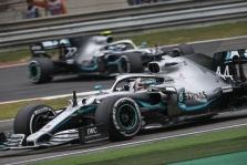 """Baku trasoje """"Mercedes"""" stengsis išvengti problemų"""