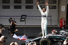 """Kinijoje - L. Hamiltono triumfas ir """"Mercedes"""" dublis"""
