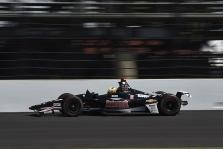 """<span style=""""background:#3f3f3f; color:white; padding: 0 2px"""">IndyCar</span> Indianapolyje greičiausias S. Pigotas, o F. Alonso kovos dėl vietos rikiuotės gale"""