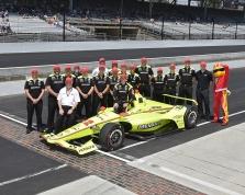 "<span style=""background:#3f3f3f; color:white; padding: 0 2px"">IndyCar</span> Indianapolyje ""pole"" iškovojo S. Pagenaud, o F. Alonso liko už borto"