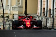 """""""Ferrari"""" neplanuoja atsisakyti priekinio sparno koncepcijos"""