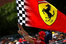 """Ferrari"" laikinai stabdo darbus savo gamykloje"