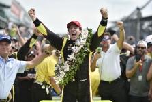 """<span style=""""background:#3f3f3f; color:white; padding: 0 2px"""">IndyCar</span> 103-iose """"Indianapolis 500"""" lenktynėse pirmą kartą nugalėjo S. Pagenaud"""