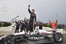 "<span style=""background:#3f3f3f; color:white; padding: 0 2px"">IndyCar</span> Pirmose lenktynėse Detroite nugalėjo J. Newgardenas"