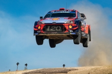 "<span style=""background:#000000; color:white; padding: 0 2px"">WRC</span> Drama Sardinijos ralyje baigėsi D. Sordo pergale"