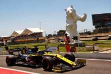 Teisėjai D. Ricciardo skyrė dvi baudas
