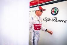 K. Raikkonenas: po incidento lenktynių pradžioje beveik nebebuvo prasmės važiuoti toliau