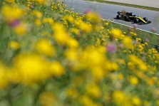 """Ferrari"" dairosi į D. Ricciardo ir V. Bottą?"