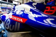 A. Albono bolide dar kartą pakeistas variklis
