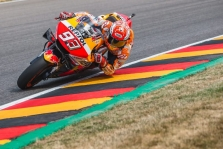 """<span style=""""background:#d5002c; color:white; padding: 0 2px"""">MotoGP</span> M. Marquezas nesunkiai nugalėjo Vokietijoje vykusiose lenktynėse"""