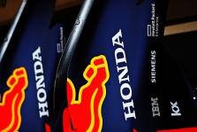 """Sprendimo dėl variklių """"Red Bull"""" turės palaukti dar dvi savaites"""