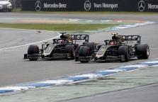 """Oficialu: """"Haas"""" bolidus kitą sezoną ir toliau pilotuos K. Magnussenas bei R. Grosjeanas"""
