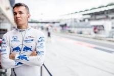 "Oficialu: A. Albonas ""Red Bull"" komandoje keičia P. Gasly"