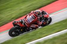 """<span style=""""background:#d5002c; color:white; padding: 0 2px"""">MotoGP</span> Austrijoje paskutiniuose metruose pergalę išplėšė A. Dovizioso"""