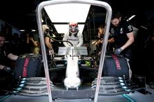 """""""Mercedes"""" komanda nubausta už nusižengimą taisyklėms"""