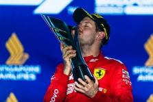 """Singapūre - S. Vettelio triumfas ir """"Ferrari"""" dublis"""