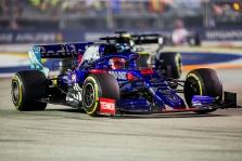 """J. Villeneuve'as: D. Kvyatas niekada nesugrįš į """"Red Bull"""""""