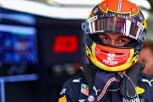 """M. Verstappenas džiaugiasi dėl """"Red Bull"""" sprendimo išlaikyti A. Alboną"""