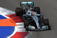 L. Hamiltonas apie Japonijos GP: neįsivaizduoju, kuri komanda čia pasirodys geriausiai