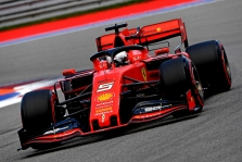 """""""Ferrari"""" įvardijo S. Vettelio pasitraukimo priežastį"""