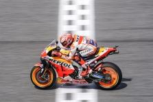 """<span style=""""background:#d5002c; color:white; padding: 0 2px"""">MotoGP</span> Tailande nugalėjęs M. Marquezas šeštą kartą tapo """"MotoGP"""" čempionu"""