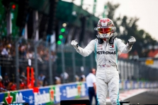 "E. Jordanas įsitikinęs: L. Hamiltonas 2021 m. atstovaus ""Ferrari"" ekipai"
