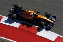 """McLaren"" pilotams nerimą kelia vėjo kryptis"